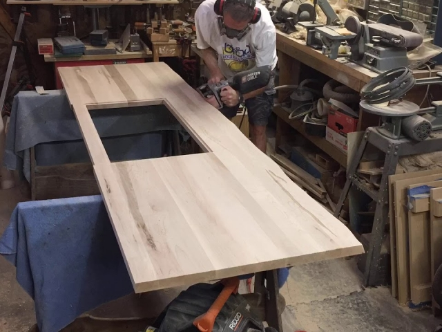 Creating a live edge for sales desk